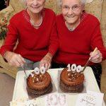 جشن تولد ۱۰۰ سالگی دو خواهر دو قلو